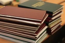 Генеральный директор Тихрыбкома Михаил Котов вручил именные сертификаты выпускникам юридической академии