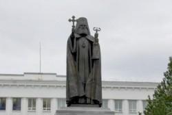 В Магадане установлен памятник святителю Иннокентию