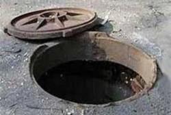 Колодцы жилого дома в пос.Омсукчан засорены, в том числе, фекальными сточными водами, и не функционируют