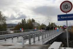 В пос. Стекольный открыли новый мост через реку Красавица