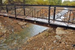 В посёлке Уптар установили пешеходный мост через ручей Хулахаг