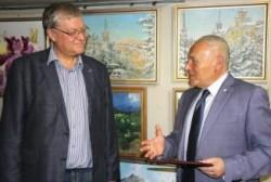 Губернатор поздравил с юбилеем колымского художника Константина Кузьминых
