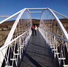 В колымской столице появился новый пешеходный мост через реку Магаданку