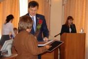 На заседании Магаданской городской Думы магаданцам вручили награды за вклад в развитие города