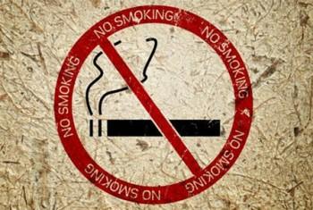 До 1,5 тыс. рублей штрафа могут заплатить магаданцы курящие в подъезде многоквартирного дома