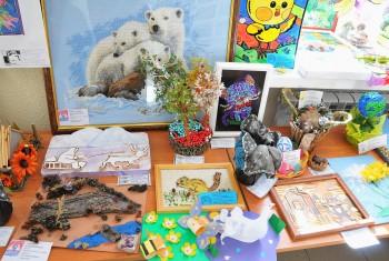 В магаданском «Детском экологическом центре» торжественно открыли выставку фотографий, посвящённую Всемирному дню защиты животных