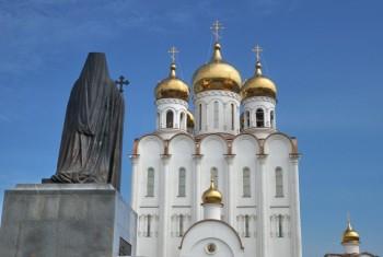 """В Свято-Троицком соборе г.Магадана трое вооруженных преступников """"захватили"""" в заложники около 10 прихожан и служащих храма"""