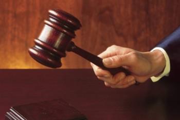 На скамье подсудимых окажется 29-летняя магаданка, которая обвиняется в причинении своему сожителю тяжкого вреда здоровью