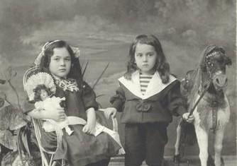 Выставка «Детская мода. 100 лет назад» будет экспонироваться в Магаданском областном краеведческом музее
