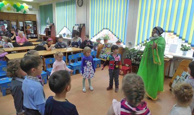 Эвенская писательница Чина Моторова представила читателям настоящие мини спектакли по своим сказкам из книги «Звёздный бисер»