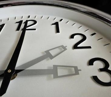 Стоит ли менять сейчас часовую зону в Магаданской области?