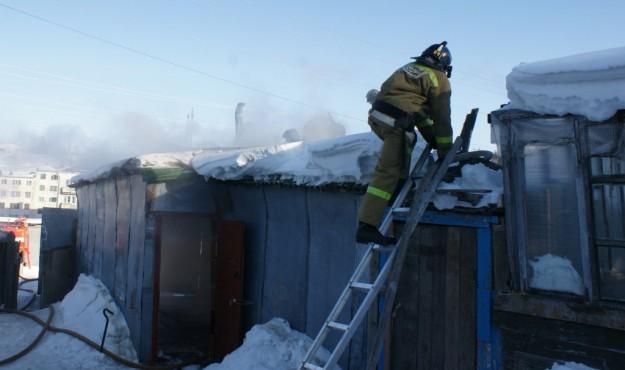 Магаданские пожарные ликвидировали возгорание частного жилого дома