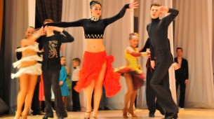 Премьеры фильмов, спектакли и бальные танцы ждут магаданцев в выходные
