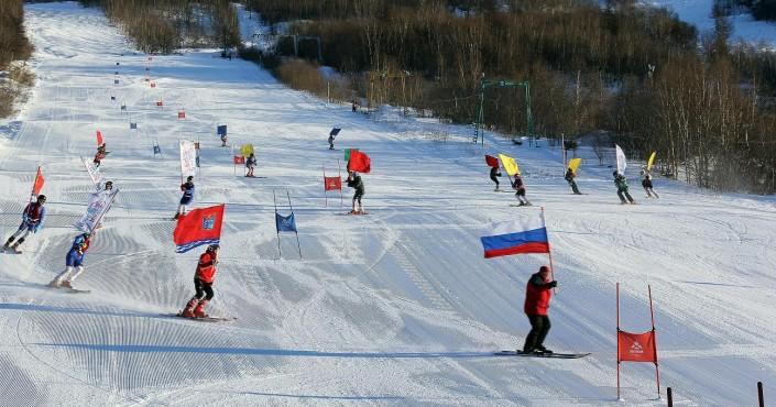 На склонах Русской горнолыжной школы прошли первенства города Магадана по сноуборду и горным лыжам