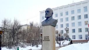 Памятник  Эдуарду Берзину - первому директору Дальстроя