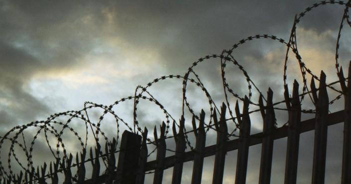 В Магадане возбуждено уголовное дело в отношении отбывающего наказание в колонии мужчины за дачу взятки сутруднику исправительного учреждения.