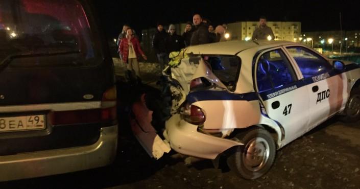 В патрульный автомобиль ДПС врезалась иномарка