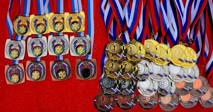 Колымские пловцы завоевали восемь золотых, пять серебряных и две бронзовые награды на открытом первенстве Приморского края по плаванию