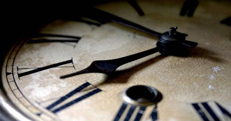 Сегодня ночью магаданцы переведут стрелки часов на час вперед