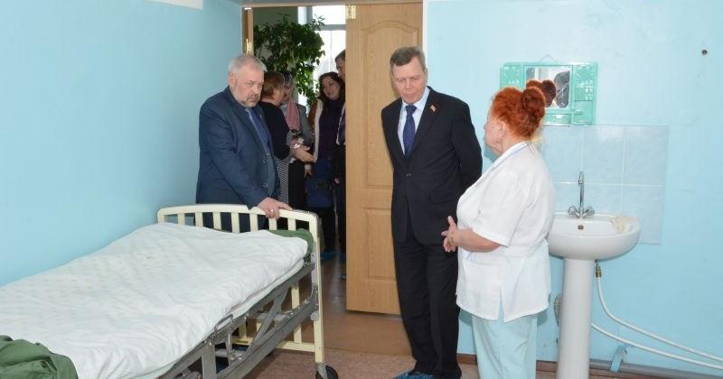 Сергей Абрамов и Андрей Зыков проинспектировали Сусуманскую районную больницу