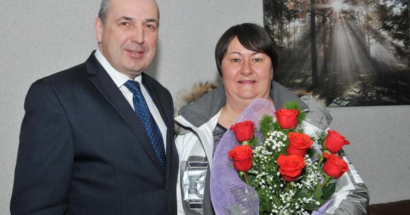 Мэр Юрий Гришан поздравил Почётного гражданина города Магадана Елену Вяльбе с днем рождения