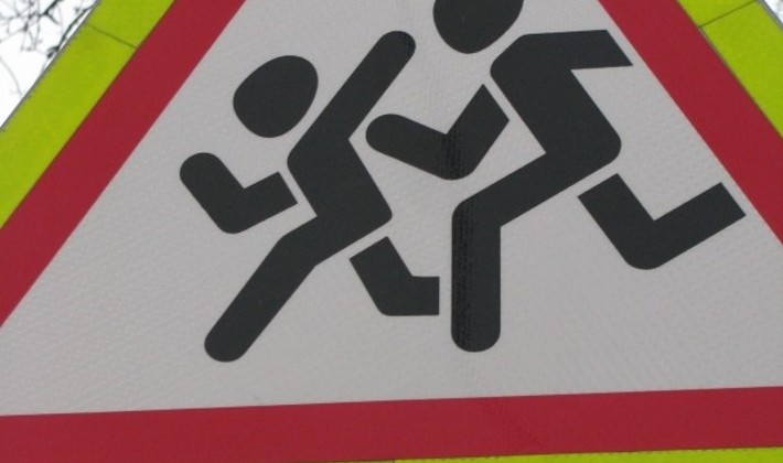 Автоинспекторы Магадана ежедневно обучают детей дошкольного возраста правилам безопасного поведения на дороге