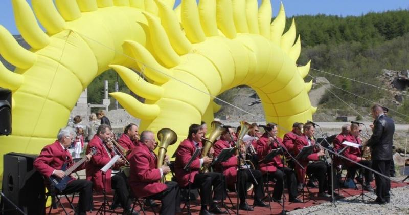 """Муниципальный оркестр духовой и эстрадной музыки приглашает магаданцев на программу """"На музыкальной волне"""""""