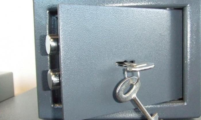Работница предприятия, похитив ключ от сейфа у руководителя, совершила кражу 659 тысяч рублей