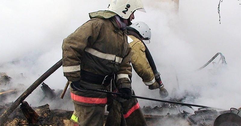 Магаданские пожарные ликвидировали загорание частного дома по ул. Межевая, 53
