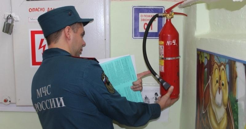 Пожарные инспекторы МЧС России работают в составе комиссий по подготовке учреждений образования к новому учебному году