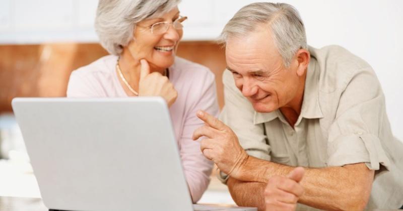 Магаданские пенсионеры вновь могут пройти компьютерные курсы