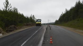 На дороге из Магадана в аэропорт Сокол ведутся работы по реконструкции двух участков общей протяженностью более 8 км