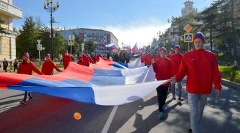 Магаданцы отметили День Государственного Флага торжественным шествием по центру города