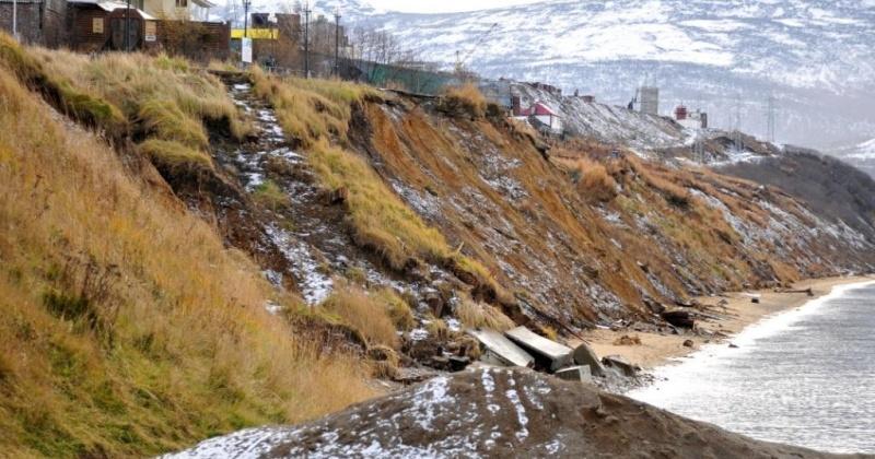Подпорную стену высотой до 6 метров надо соорудить, чтоб укрепить берег Нагаевской бухты