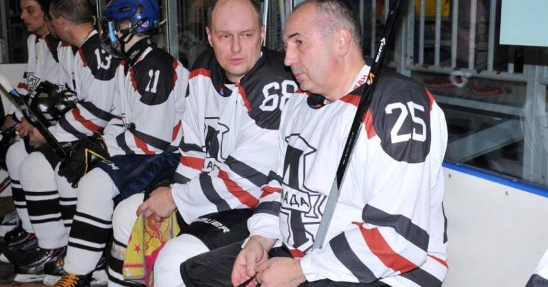 В ледовом  комплексе «Колымский» начался традиционный турнир по хоккею с шайбой на Кубок мэра города