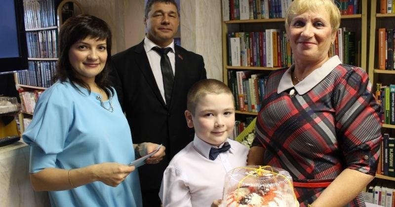 Александр Грузденко поздравил жителей микрорайона «Строитель» с Днем пожилого человека