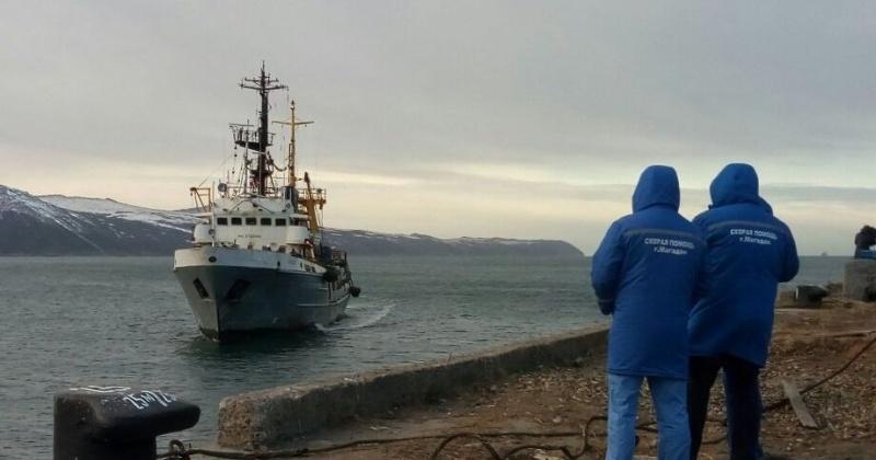 Сотрудники магаданского МЧС организовали транспортировку пострадавших рыбаков
