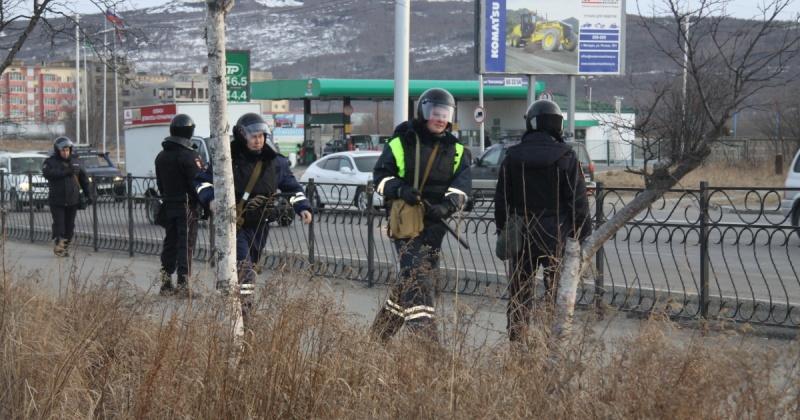 """Вооруженная группа неустановленных лиц проникла на территорию супермаркета """"Мегамаг"""" и заблокировала выходы"""