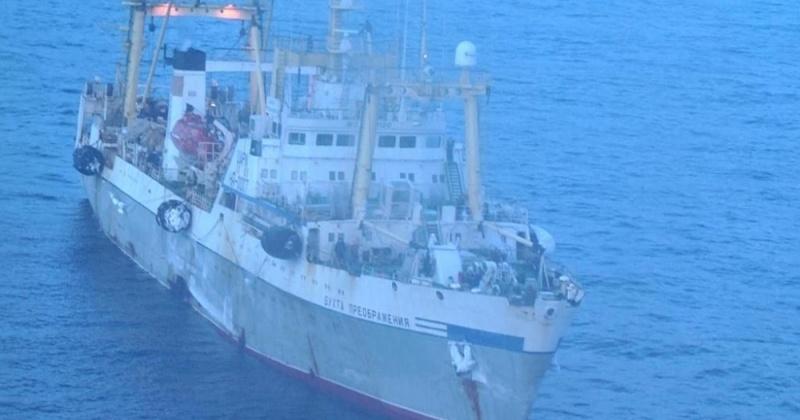 Тяжелобольного эвакуировали с судна магаданские спасатели
