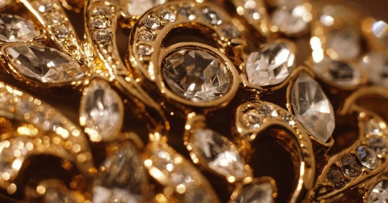 Магаданка увела у своей знакомой ювелирных изделий на сумму почти 700 тысяч рублей