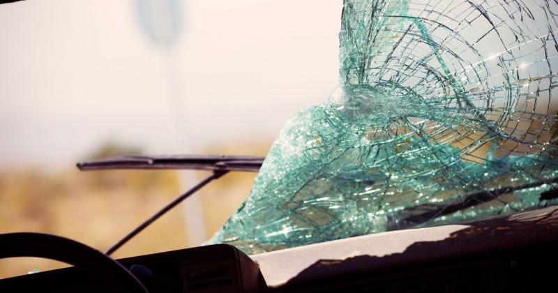 42 – летний водитель, управляя автомобилем «УАЗ», не справился с управлением и совершил наезд на ограждение моста