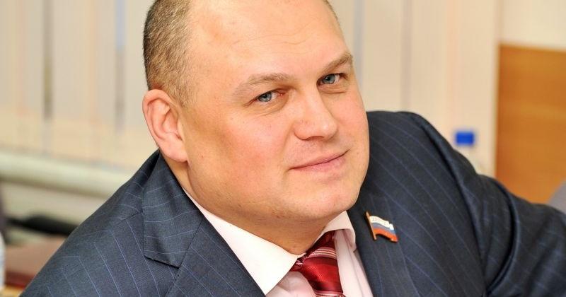 Игорь Донцов угостил пенсионеров Ягоднинского городского округа свежей рыбой