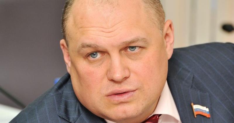 Игорь Донцов: Ситуация с черным снегом в Сеймчане должна заставить муниципалитеты внимательнее отнестись к формированию тарифов на грузоперевозки