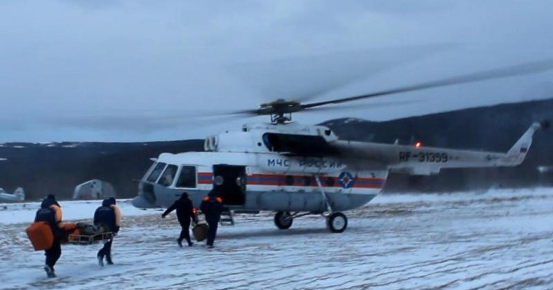 Магаданские спасатели эвакуировали больного с судна «Пелагиаль» на вертолете Ми-8