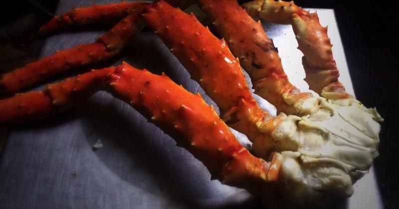 """Опасную для здоровья морепродукцию продавала семейная пара на магаданском рынке """"Урожай"""""""