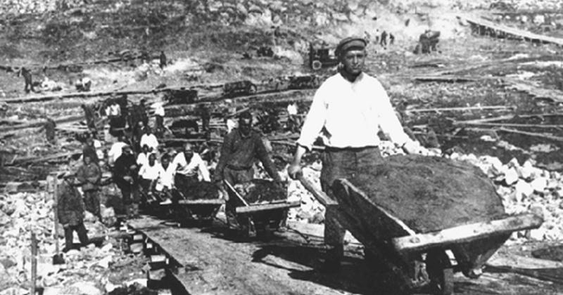 82 года назад Совет Народных Комиссаров  утвердил комплексную программу всестороннего финансирования горнодобывающей промышленности Дальстроя