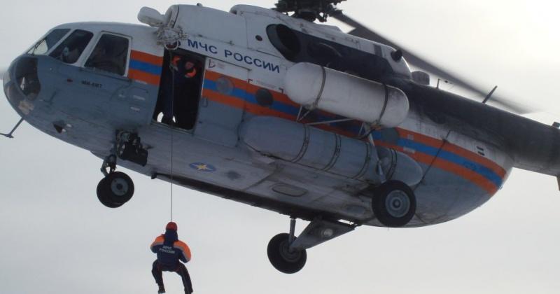 Магаданские спасатели эвакуировали моряка с судна «Пролив Лонга»