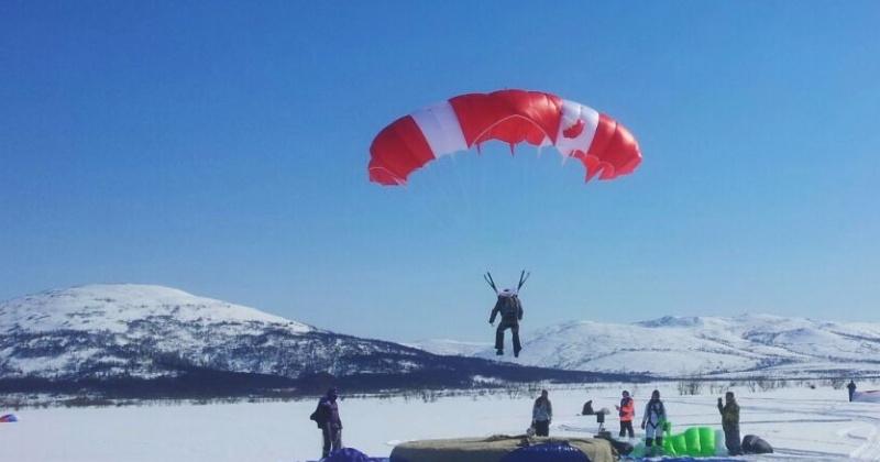 Магаданские спасатели вошли в тройку лучших в соревнованиях по парашютному спорту