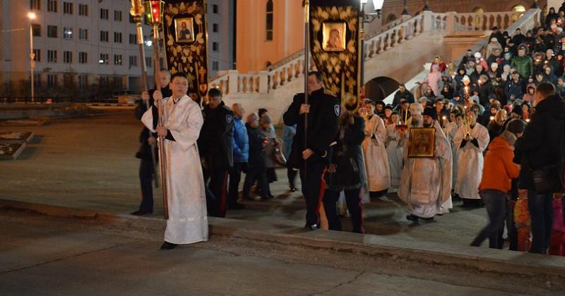 Колымские парламентарии приняли участие в пасхальном богослужении