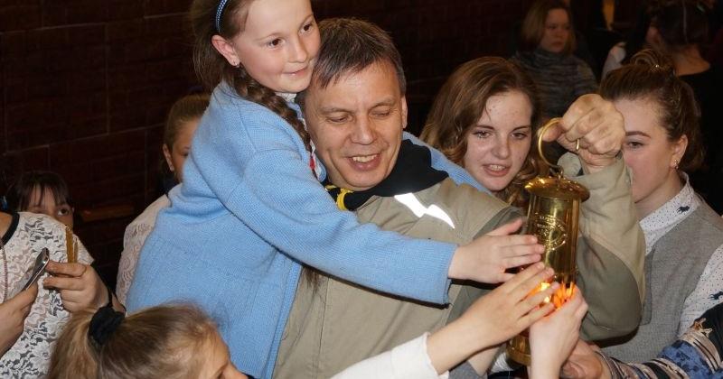 Александр Шаферов провез благодатный огонь по большому кольцу колымской трассы